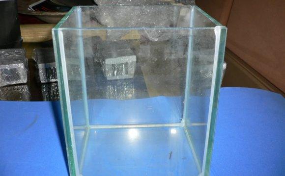 4. Glass Tank (15X12.5X18cmH)